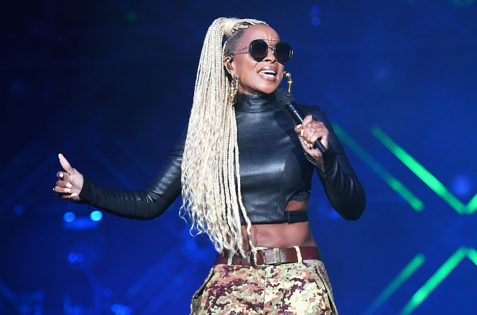 Mary J Blige Amp Chaka Khan Close Out The Second Night Of